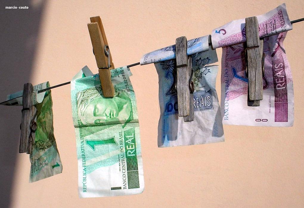 Quem mora sozinho faz lavagem de dinheiro
