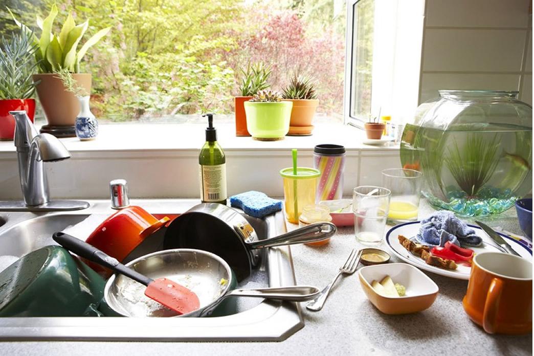 A parte ruim de morar sozinho é que sempre é sua vez de lavar a louça.